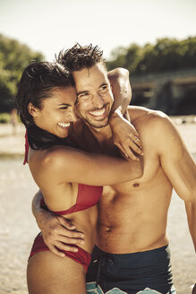 Happy couple in love head to head on the beach - SUF00168