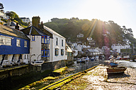 UK, England, Cornwall, Polperro, fishing harbor at low tide in morning light - SIEF07450
