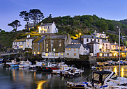 UK, England, Cornwall, Polperro, fishing harbor at dusk - SIEF07453