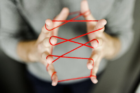 Close-up of man holding string - GIOF02898