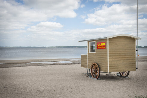 Germany, Eckernfoerde, lifeguard hut on the beach - KEB00579