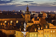 Poland, Warsaw, Old Town at dusk, historic houses rooftops, King Sigismund III Vasa statue - ABOF00244