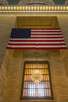 USA, New York, Manhattan, American Flag at Grand Central Station - MAU01147