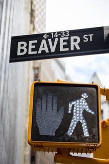 USA, New York, Manhattan, Beaver street sign and pedestrian light - MAUF01150