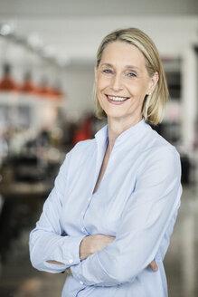 Portrait of a mature businesswoman - RBF05779