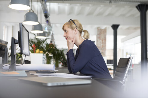 Businesswoman working in office, being stressed out - RBF05833