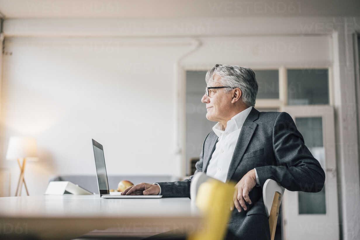Confident senior businessman using laptop - GUSF00018 - Gustafsson/Westend61