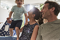 Happy family at home - SUF00225