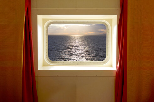 Cabin with sea view on cruise liner - KLR00523