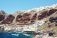 Greece, Santorini, Oia, fishing harbor with the white village above the cliff - GEMF01721