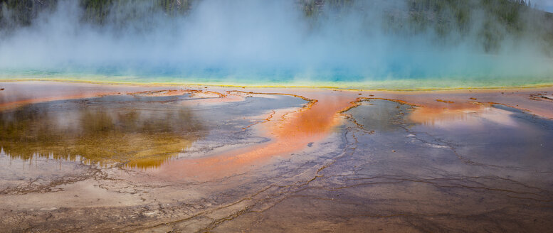 USA, Wyoming, Yellowstone National Park, Grand Prismatic Spring with puffy clouds - EPF00445