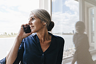 Businesswoman on the phone at the window - KNSF01763