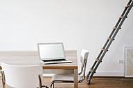 Laptop on table in office - KNSF01802