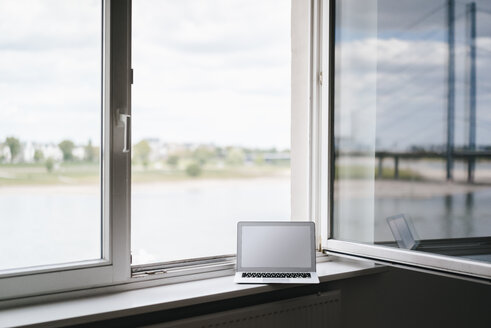 Laptop on windowsill - KNSF01805