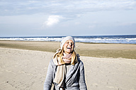 Happy woman on the beach - FMKF04268