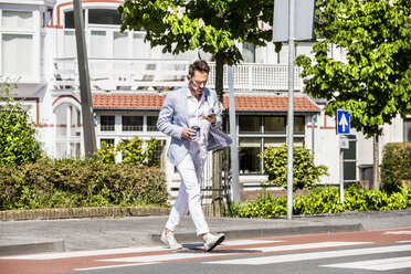 Man crossing a street - FMKF04304