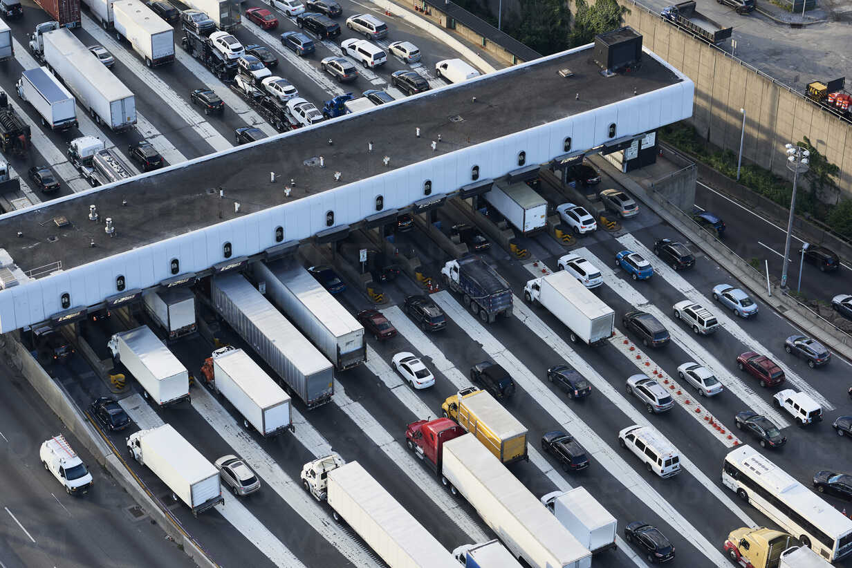 USA, New Jersey, rush hour traffic at Fort Lee in the morning, aerial view - BCDF00289 - Cameron Davidson/Westend61