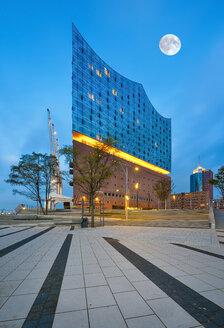 Germany, Hamburg, lighted Elbe Philharmonic Hall at morning twilight - RJF00707
