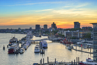 Germany, Hamburg, view to Niederhafen and banks of the Elbe at sunset - RJF00710
