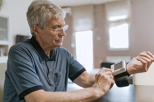 Senior man taking his blood pressure - ZEDF00746
