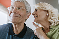 Senior woman talking to husband with hearing aid - ZEDF00788