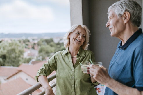 Senior couple talking on balcony - ZEDF00791