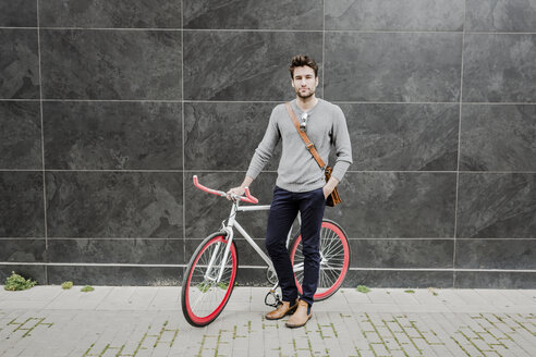 Portrait of young man with his racing cycle - GIOF02964