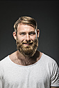Portrait of smiling man with full beard - MAEF12375