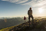 Austria, Salzkammergut, Couple hiking in the mountains - UUF11019