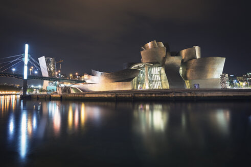 Spain, Bilbao, view to lighted Guggenheim Museum at night - DHC00087