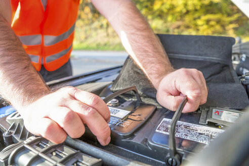 Man controlling car battery, close-up - PUF00653