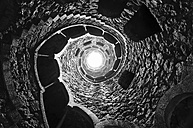 Portugal, Quinta da Regaleira, well shaft with spiral starcaise - DHCF00099