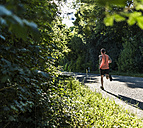 Young man running in the park - UUF11103