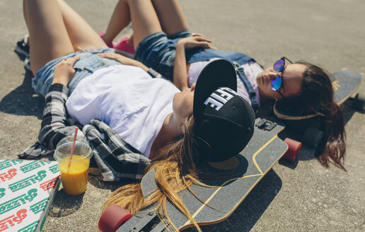Two young women with longboards enjoying summer - DAPF00798