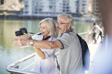 Senior couple taking a city break, taking photos - ZEF14151