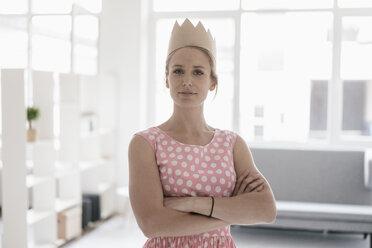 Portrait of woman wearing paper crown - KNSF02244