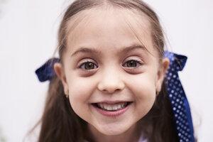 Portrait of happy little girl - IGGF00026