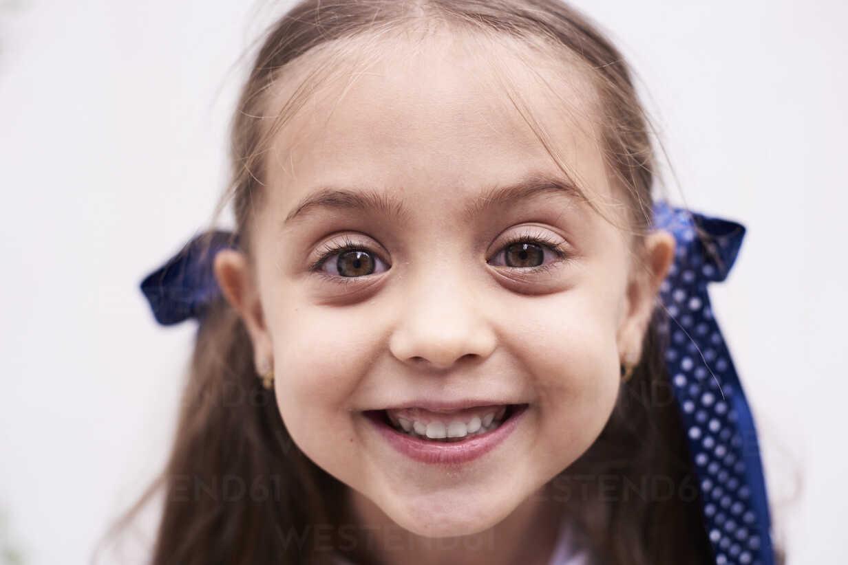 Portrait of happy little girl - IGGF00026 - Ivan Gener/Westend61