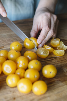 Close-up of woman cutting fresh tomatoes - ALBF00127
