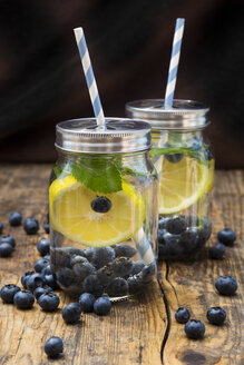 Two glasses of infused water with lemon slices, blueberries and mint - LVF06252