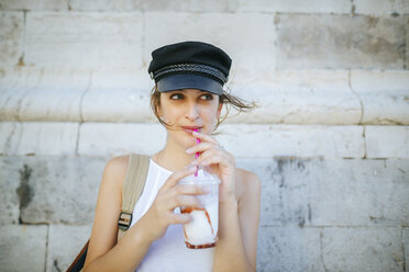 Portrait of young woman drinking a smoothie - KIJF01668