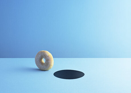Doughnut and hole on light blue ground - DRBF00016