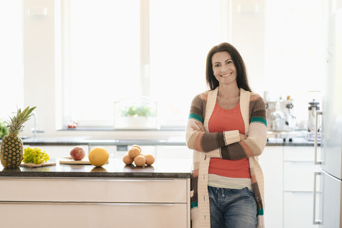 Portrait of smiling woman at home - JOSF01287