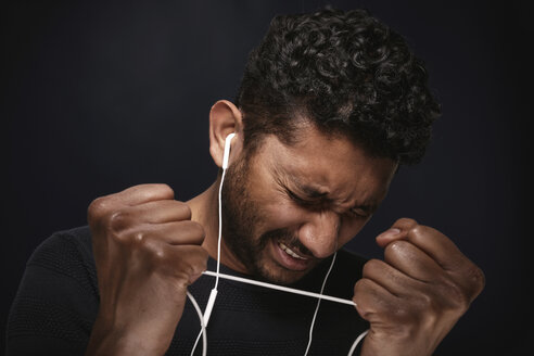Portrait of man listening music with headphones - PRAF00039