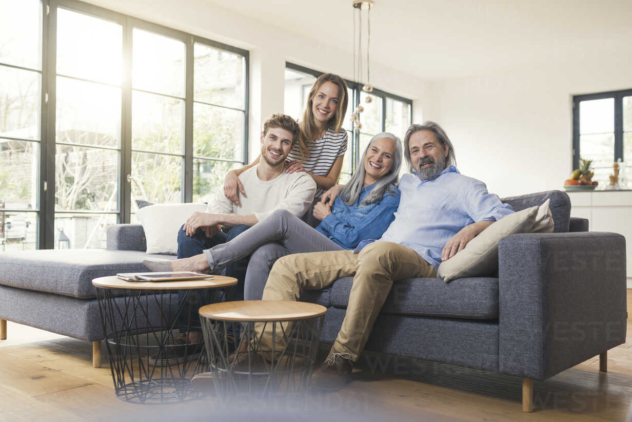 Senior couple with family sitting on couch - SBOF00520 - Steve Brookland/Westend61