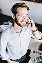 Portrait of smiling businessman on the phone - GIOF03075