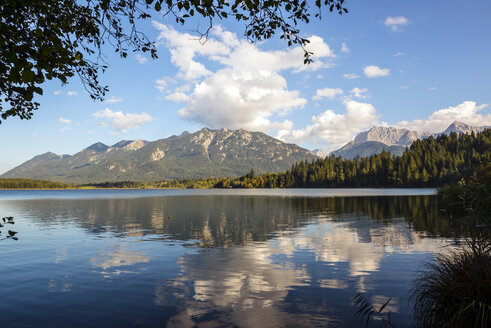 Germany, Bavaria, view to Karwendel Mountains with Lake Barmsee in the foreground - LHF00534