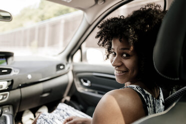 Portrait of smiling young woman in car - KNSF02342