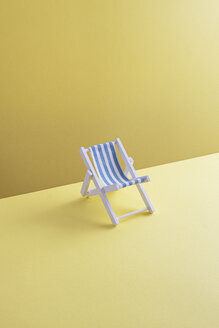 Single beach chair on yellow ground, 3D Rendering - DRBF00027