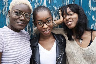 Portrait of three friends - IGGF00105